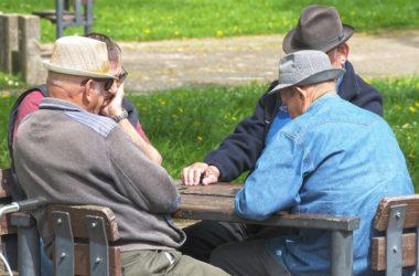 Firmy se začínají prát o důchodce